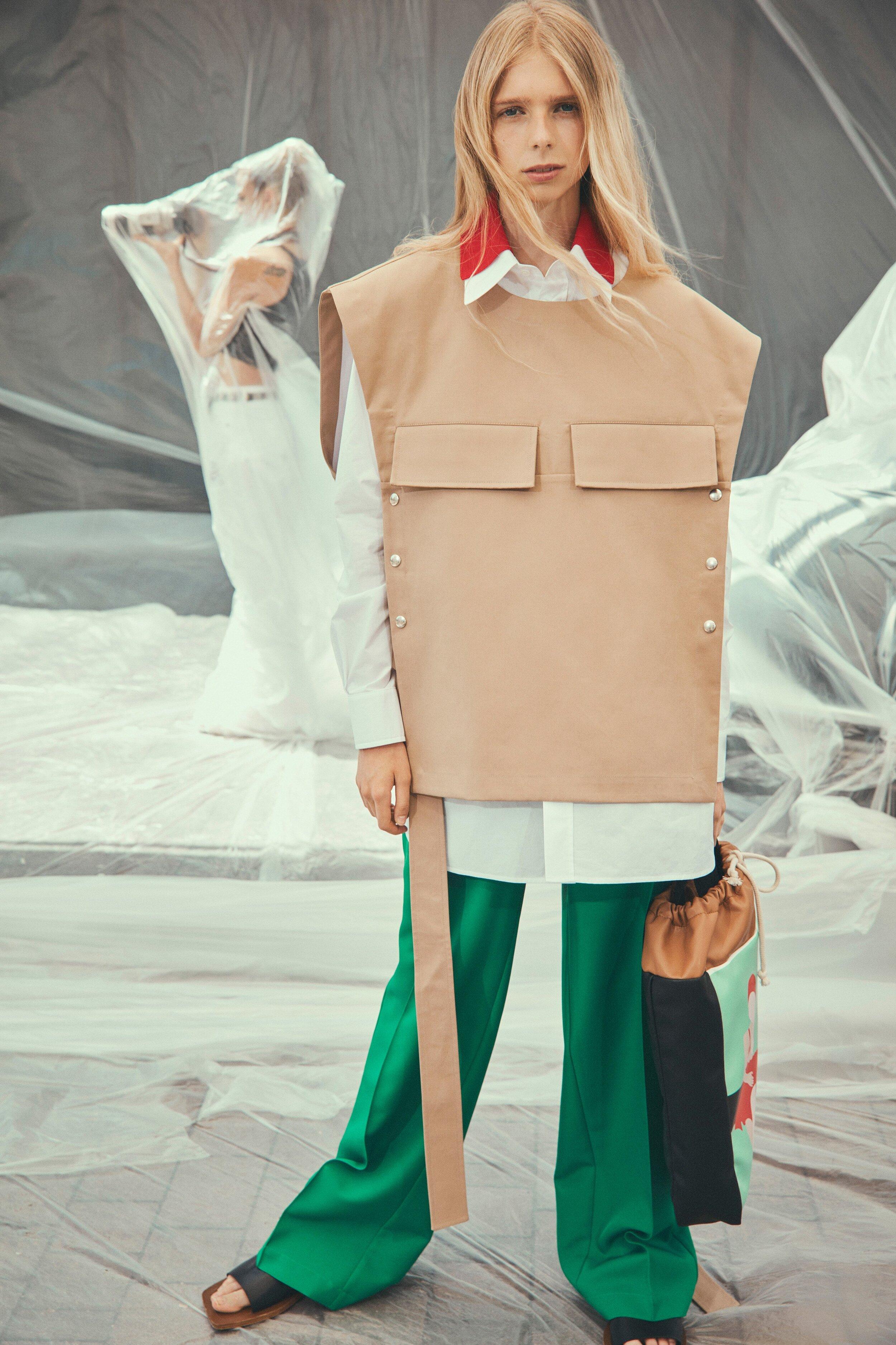 E também tem look bom na Plan C - Eu gosto, você gosta? Coletão grandão com calça verdona, look de fashionista doida. Adoro fashionista doida!