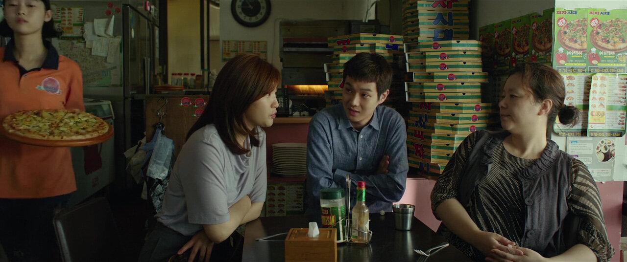 Ki-jung (So-dam Park), Ki-woo (Woo-sik Choi) e Chung-sook (Hye-jin Jang): a família Kim é um babado