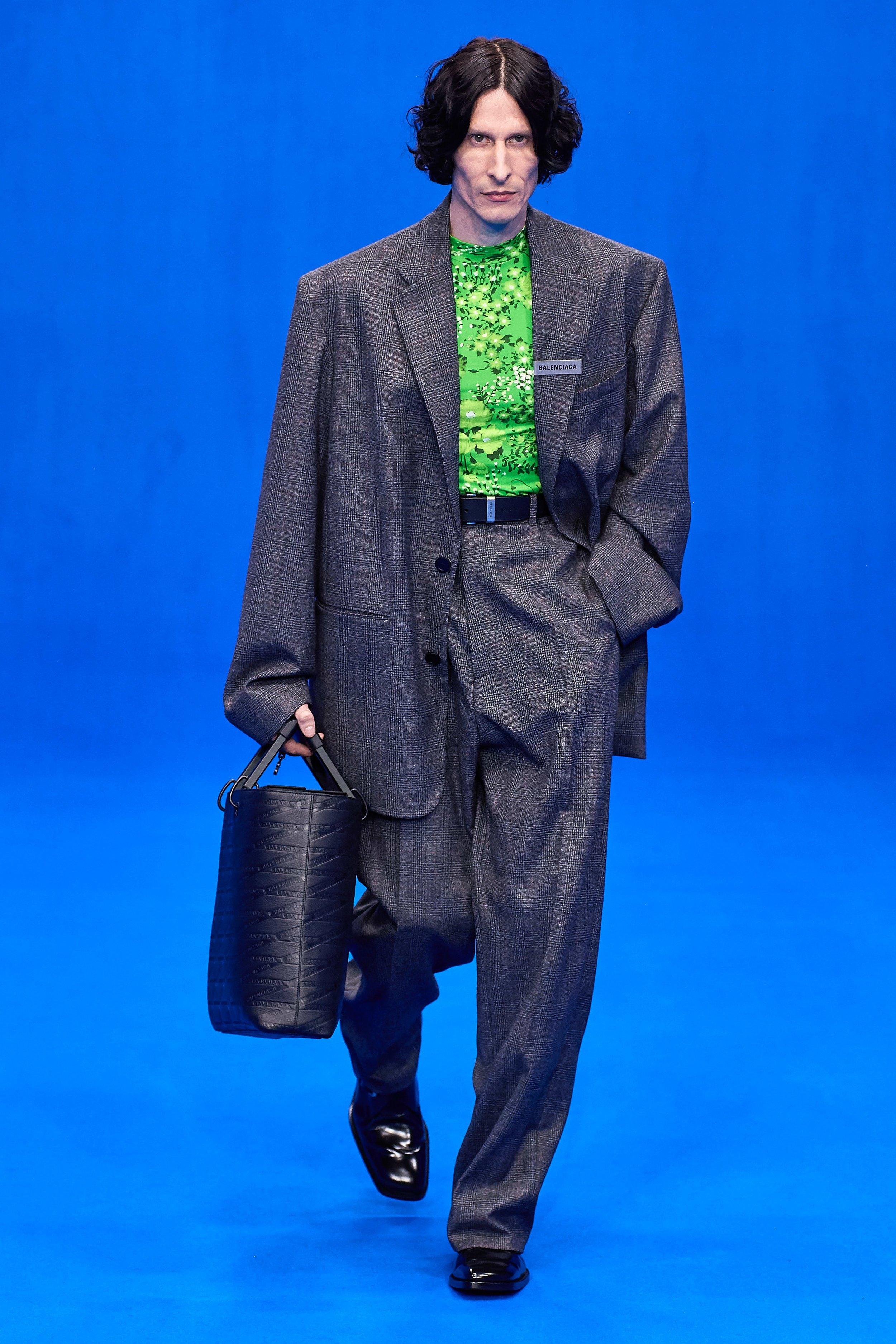 Oversize demais - Um ternão - a calça precisa ficar cintura alta para não arrastar!