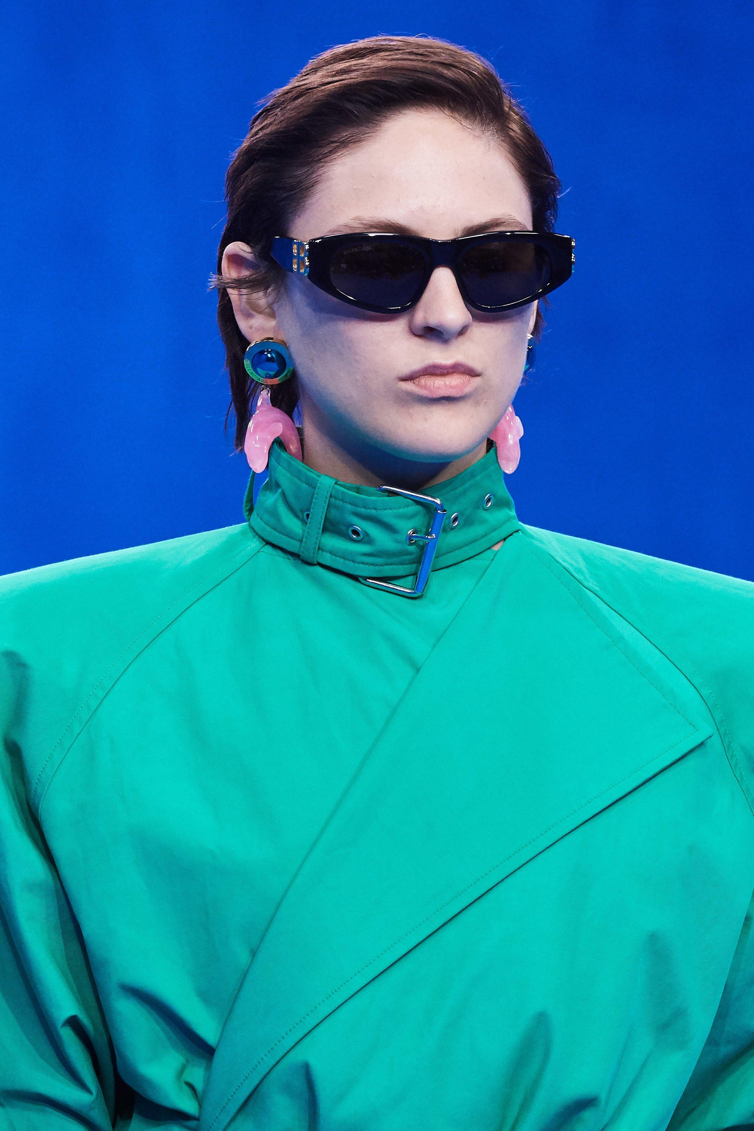 Novo Matrix - O verde claro da vez (neo mint, segundo a Pantone) e os brincos de golfinho (boto rosa??)