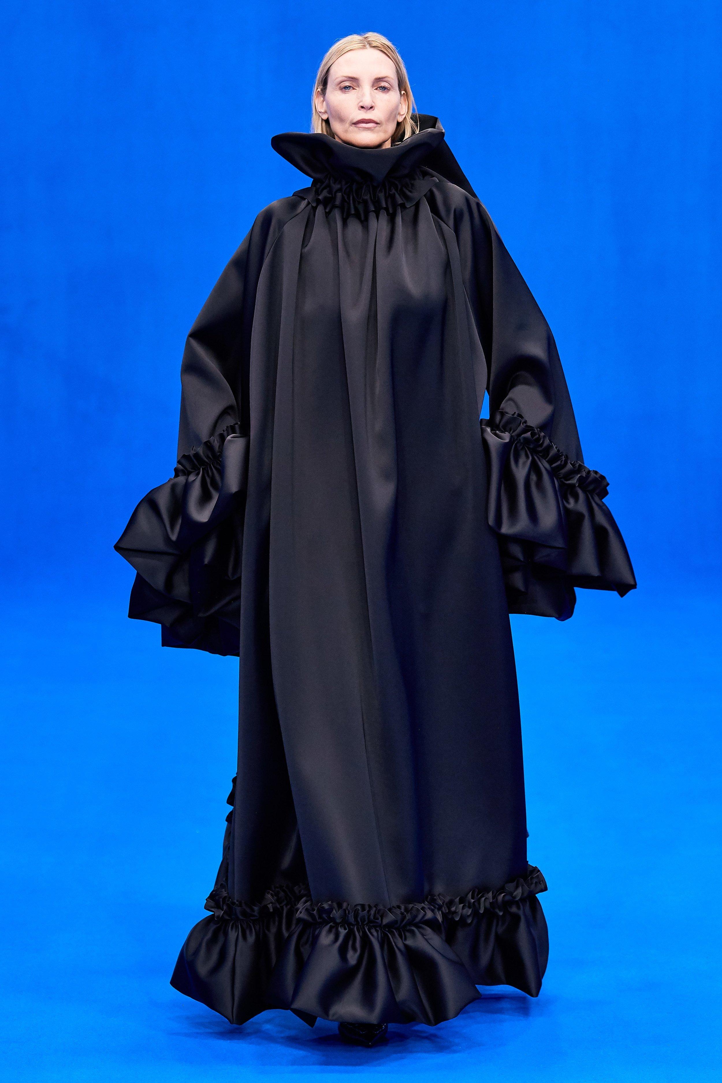 Musa!!! - Nadja Auermann, modelo incrível, figurinha fácil na passarela da Mugler na virada dos anos 1980 para os 1990. Belíssima!