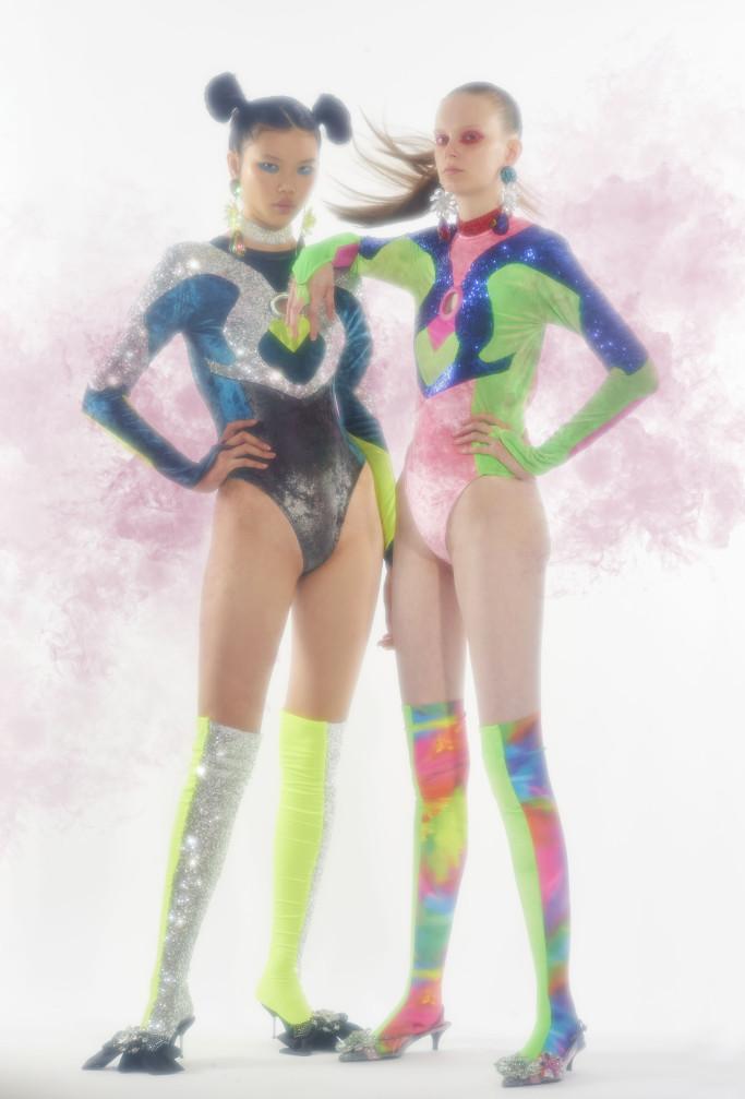Supercolorida sem ser literal - Uniforme de super-heroína fashion!