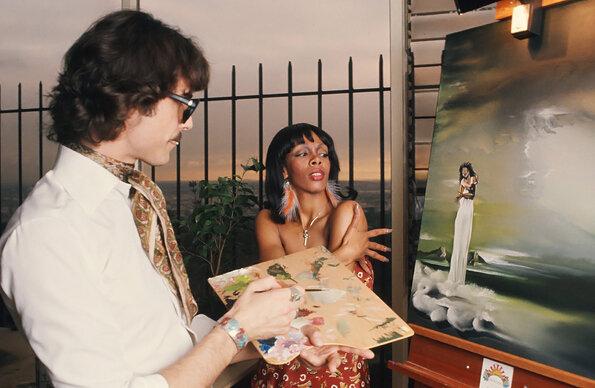 Esse do pincel é  Peter Mühldorfer , o cara que fez Donna Summer gemer em  Love to Love You , que virou  Love to Love You Baby