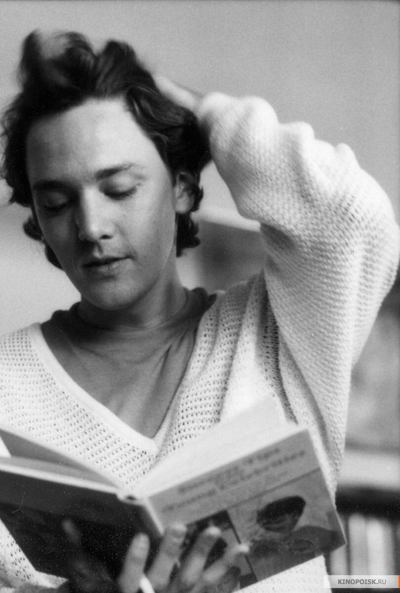 Andrew McCarthy - O escritor Kevin de O Primeiro Ano do Resto de Nossas Vidas foi bem prolífico nos anos 1980. Na década de 2000, começou a se aventurar como diretor e a curiosidade é que ele dirigiu vários episódios de Orange is the New Black!