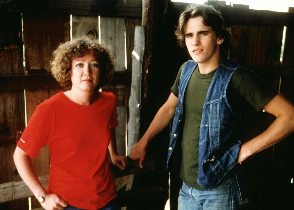 A própria S. E. Hinton com Matt Dillon caracterizado como Tex, o personagem principal do filme  Tex: Um Retrato da Juventude  (1982)