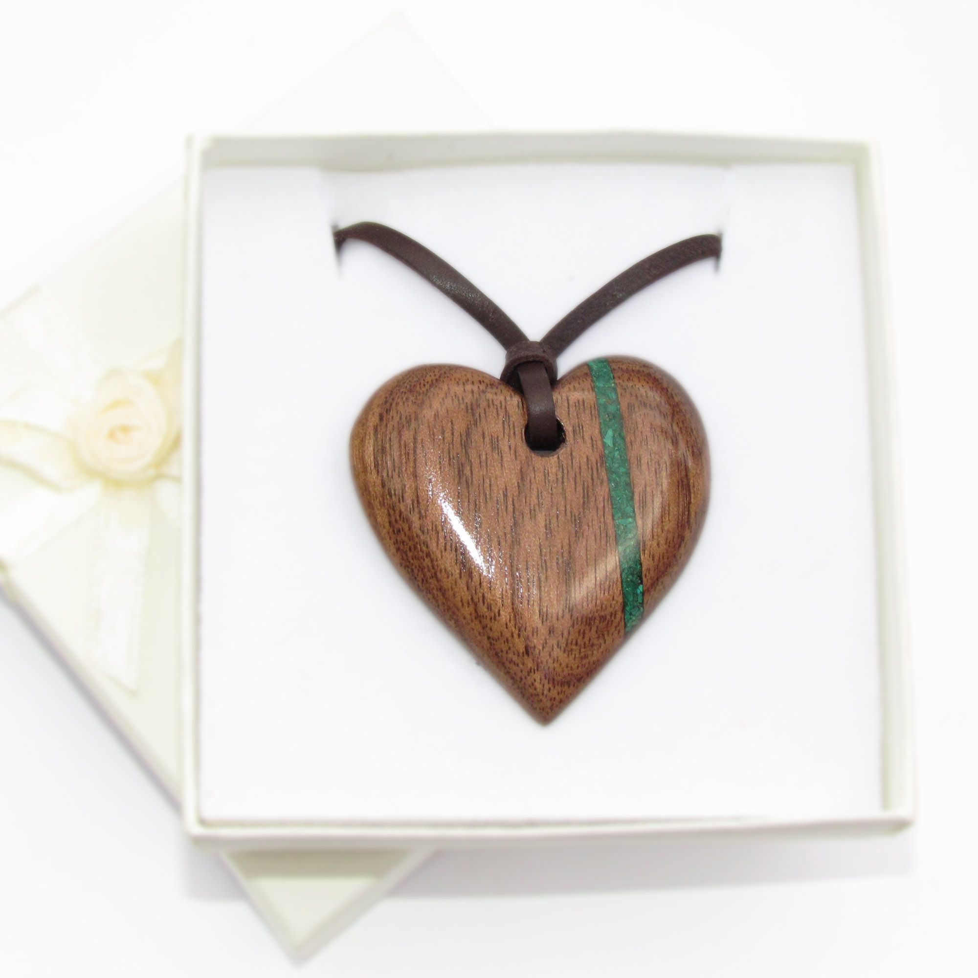 Walnut and malachite pendant