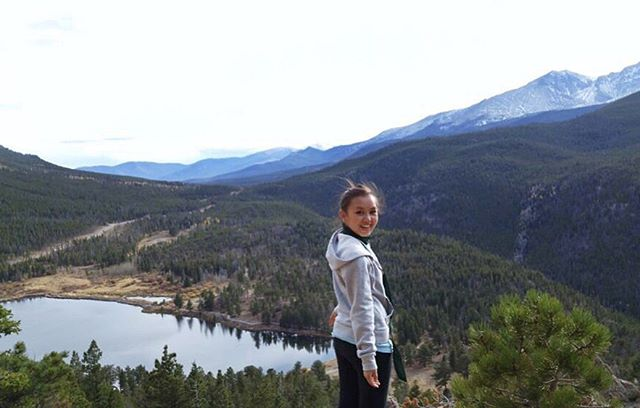 Fly or drive? Comment below👇  Colorado was gorgeous. Excited to see more beautiful views in this lifetime.  Stay grateful☀️🌻💫 #sincerelymainou #travelblogger