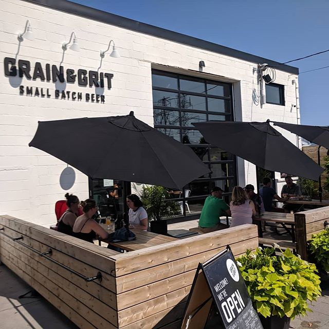 What an incredible night we had at @grainandgritbeer  You guys showed us SO much support that we sold out!!! If you didn't get a chance to grab some 'za, we will be back on August 16 & 30  #pizza #beer #longweekend #crostacatering #crostapizzaco