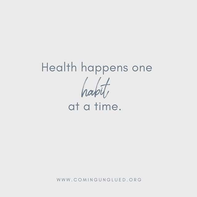Y'all, Lori (our nutrition and health guru) preaches this to her tribe all the time, but...our health and wellness is the result of EVERY habit. EVERY day. We are where we are today because of the sum of our past and current habits. If we want different results, we must make different choices. ⠀⠀⠀⠀⠀⠀⠀⠀⠀ ⠀⠀⠀⠀⠀⠀⠀⠀⠀ It can sound overwhelming, but it doesn't have to be. You don't have to climb the mountain all at once. Just take one SMALL BITE. One NIBBLE at a time. ⠀⠀⠀⠀⠀⠀⠀⠀⠀ -Drink your lemon water.⠀⠀⠀⠀⠀⠀⠀⠀⠀ -Meditate/pray.⠀⠀⠀⠀⠀⠀⠀⠀⠀ -Move your body.⠀⠀⠀⠀⠀⠀⠀⠀⠀ -Eat greens with every meal.⠀⠀⠀⠀⠀⠀⠀⠀⠀ -Buy organic.⠀⠀⠀⠀⠀⠀⠀⠀⠀ ⠀⠀⠀⠀⠀⠀⠀⠀⠀ Success happens one habit at a time.⠀⠀⠀⠀⠀⠀⠀⠀⠀ .⠀⠀⠀⠀⠀⠀⠀⠀⠀ .⠀⠀⠀⠀⠀⠀⠀⠀⠀ . ⠀⠀⠀⠀⠀⠀⠀⠀⠀ #podcast #podcasts #podcasting #coming_unglued_official #kim_anderson_life #life_by_loriz #counselor #lifecoach #nutrition #health #fitness #empowered #courage #vulnerability #work #goals #itunes #podcastlife #nashville #interview #marketing #bossgirls #life #inspiration #relationships #music