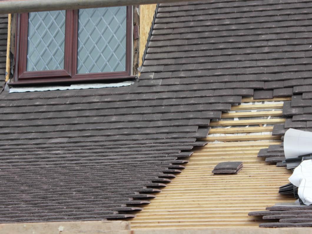 roof-repairs-45007897.jpg