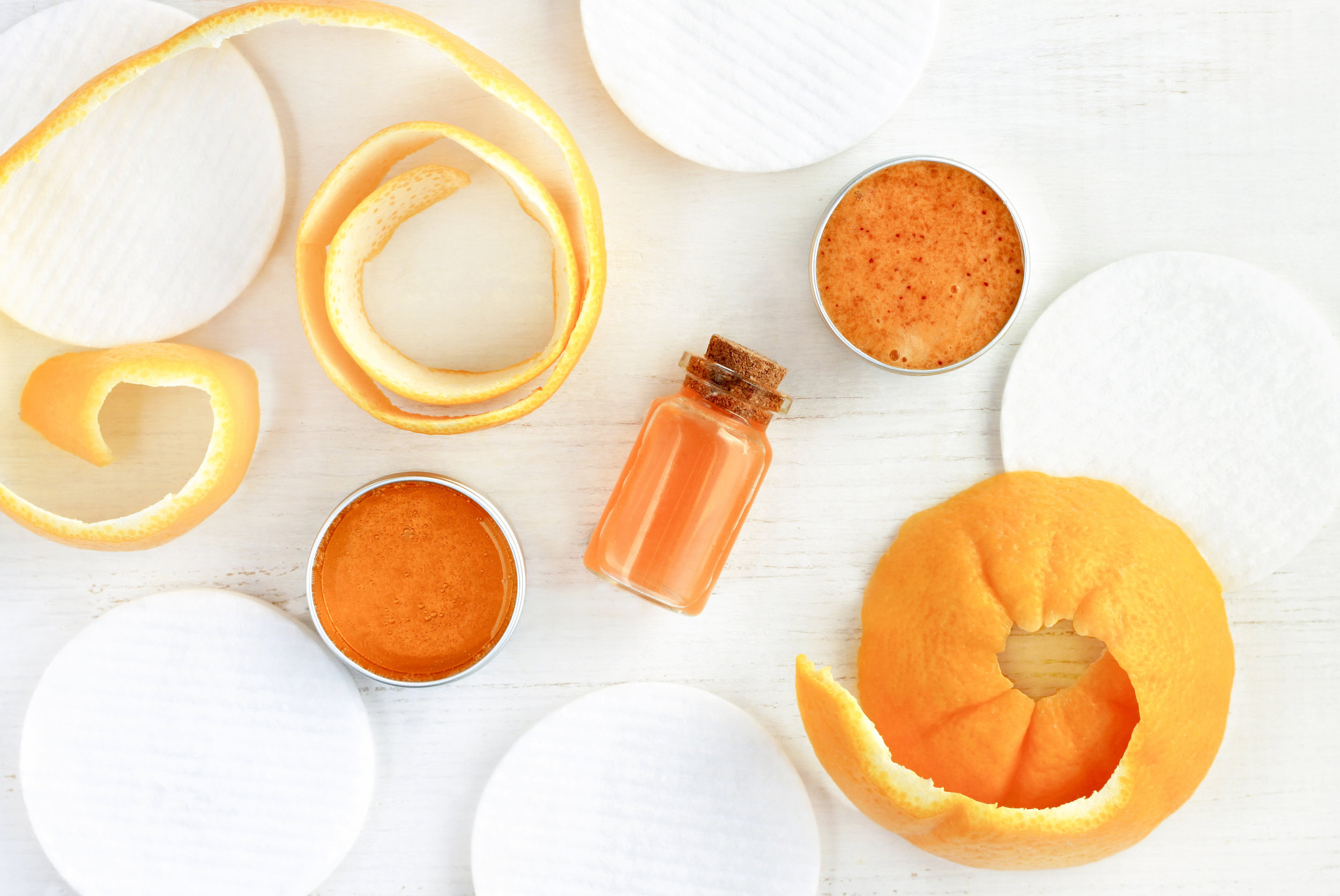 Orange Peel Extract - The skin of an orange is packed with vitamin C, calcium, B vitamins which are key to anti-aging properties, and zinc which helps protect your skin from UV rays.