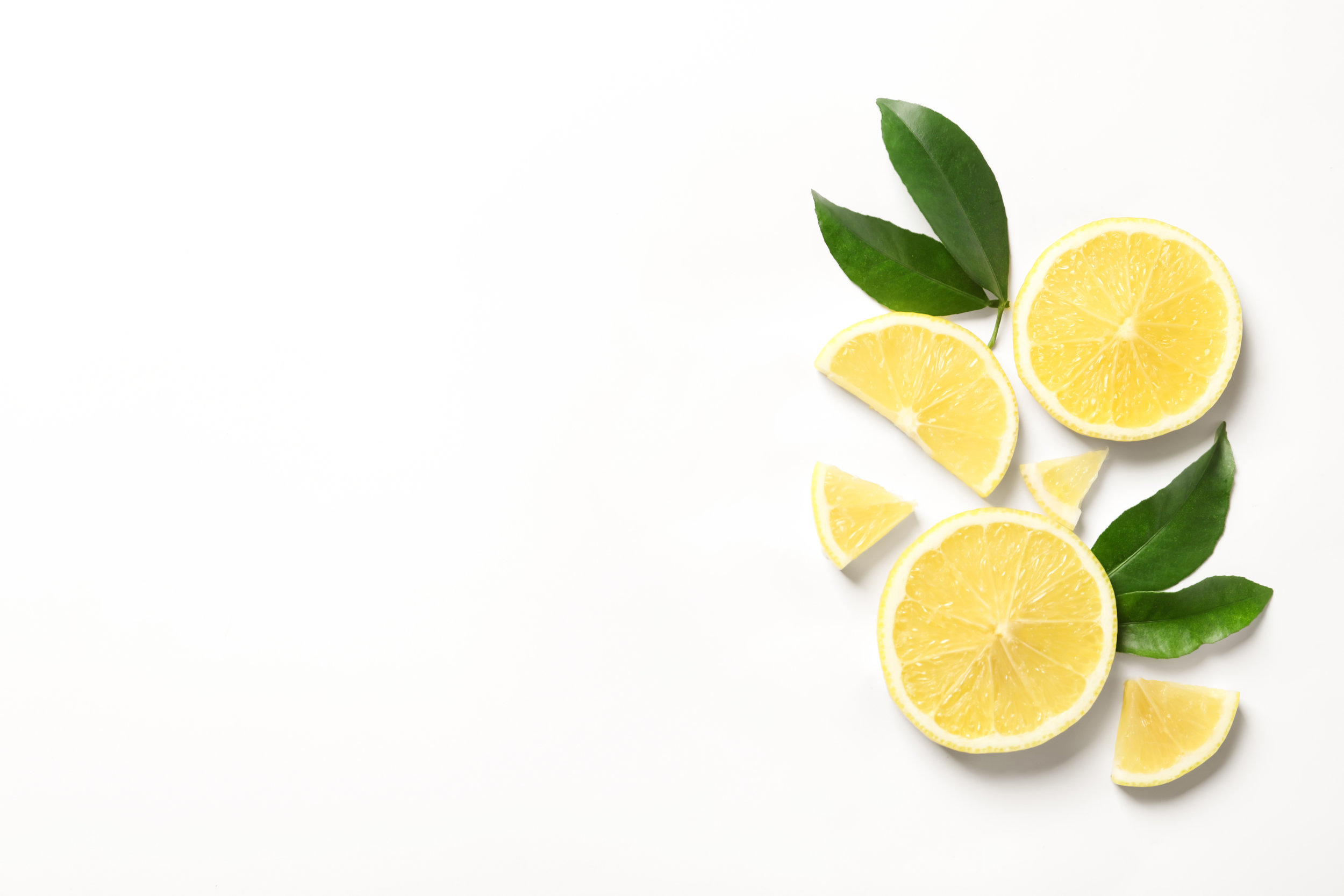 Lemon Peel Extract - Enhances The Skin. Lemon peel may help to enhance the clarity, glow and softness of the skin. Use lemon peel to rub on dry or scaly skin to regain its smoothness and softness. Lemon peel contains citric and plant acids that work to cleanse, lighten and brighten the skin; remove dead skin; and stimulate new skin growth.