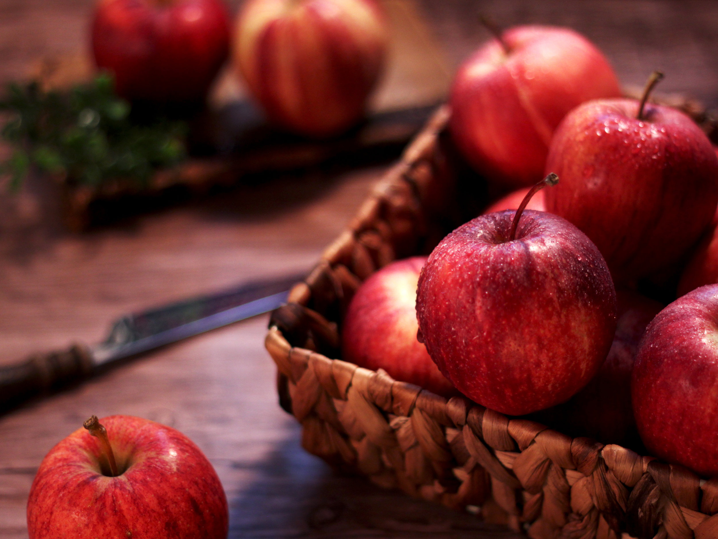 Apple Extract - Apple extract is rich in antioxidants like vitamin C and natural acids. It's also high in polyphenols and catechins like those found in green tea. Apple has many skin care benefits for oily, acneic, dull and aging skin.