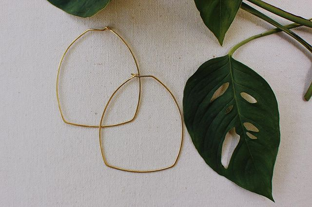 I think this is my favorite pair of wigwam hoops! Bold with strong angles. 💥⚡️ These are being added to the site tonight. Labor Day Sale! 20% off everything online until next Tuesday, 9/3 at midnight. Use code: lovewigwam. .......... ❤️ Photography by @wildrepose