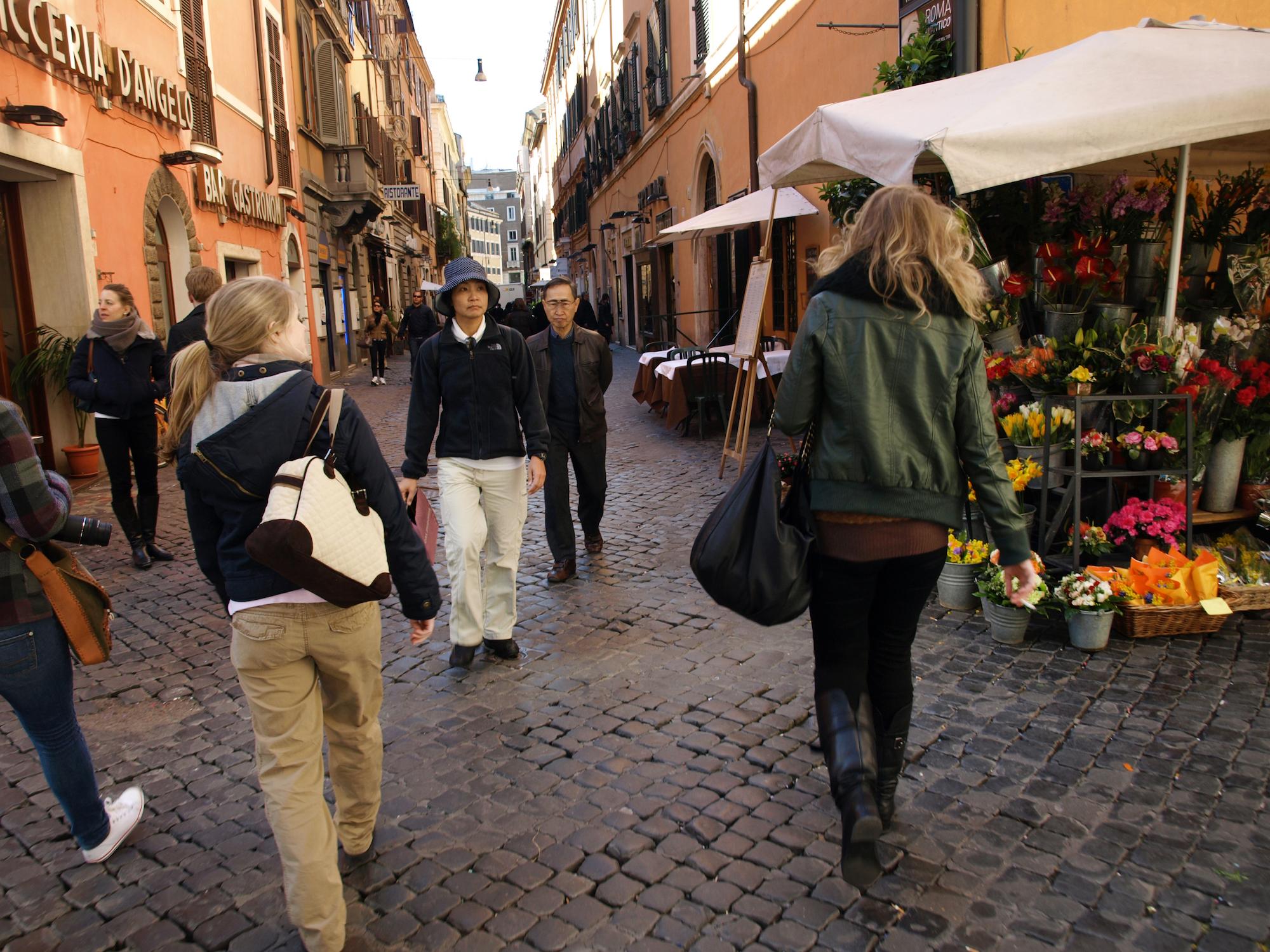 Via della Croce in Rome, Italy. Travel photography by Geena Matuson @geenamatuson #thegirlmirage.