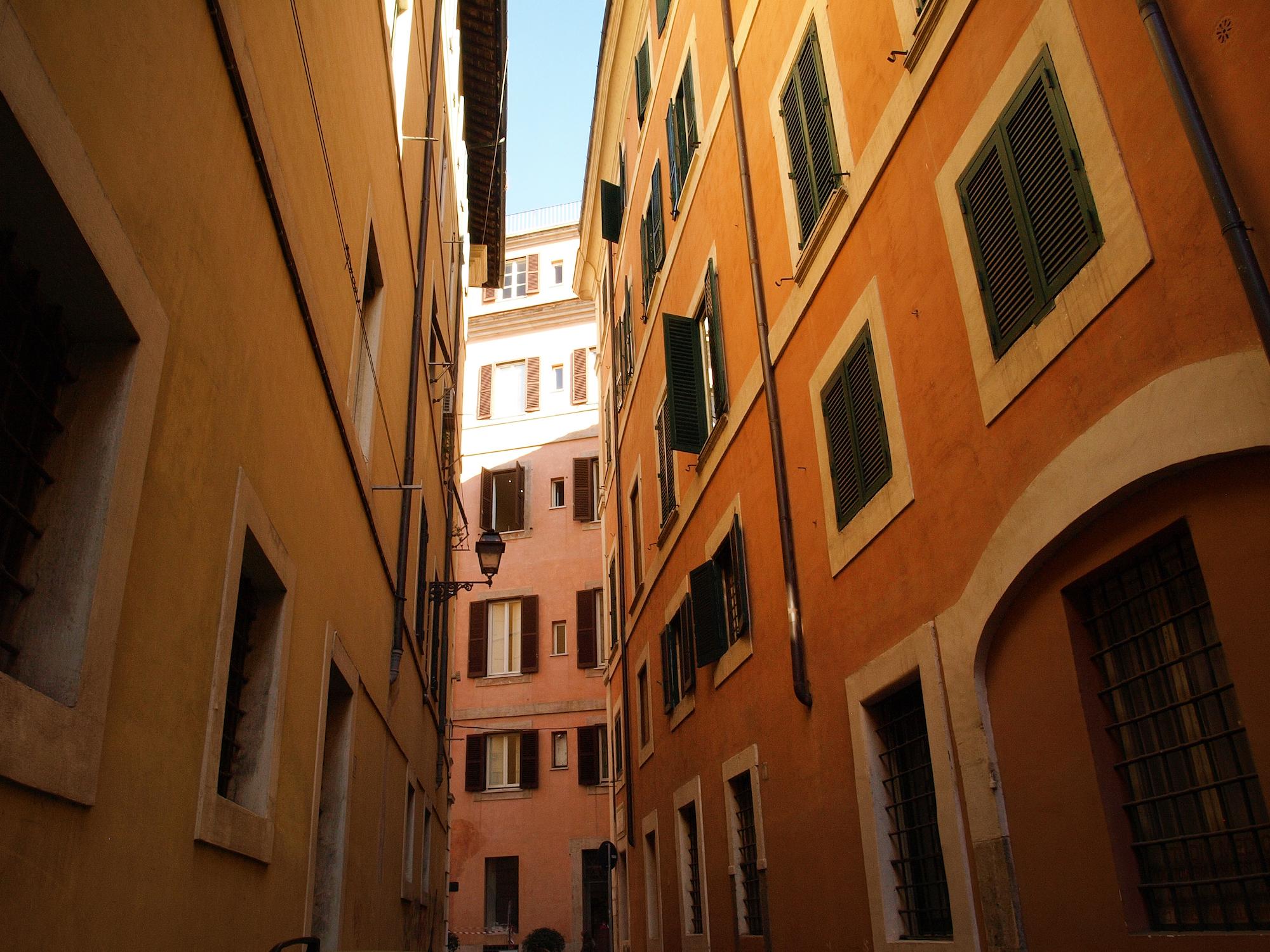 Via della Penna in Rome, Italy. Travel photography by Geena Matuson @geenamatuson #thegirlmirage.
