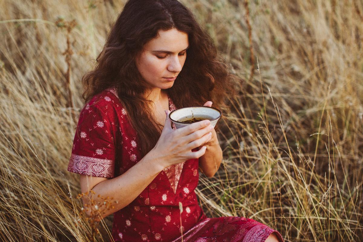 margaritacruz.art - 42 (eindhoven, fields, tea ceremony).jpg