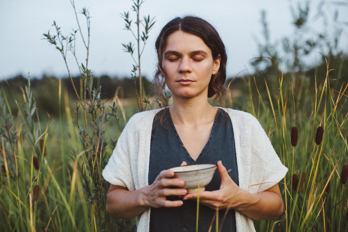 margaritacruz.art - 16 (eindhoven, fields, tea ceremony).jpg