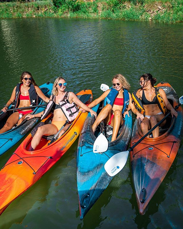 There's still plenty of summer left to grab your pals and get on the Missouri! 🛶☀️ #missourikayakadventures #kayaking #summer #photography #friends #adventure #ndlegendary #missouririverbreaks