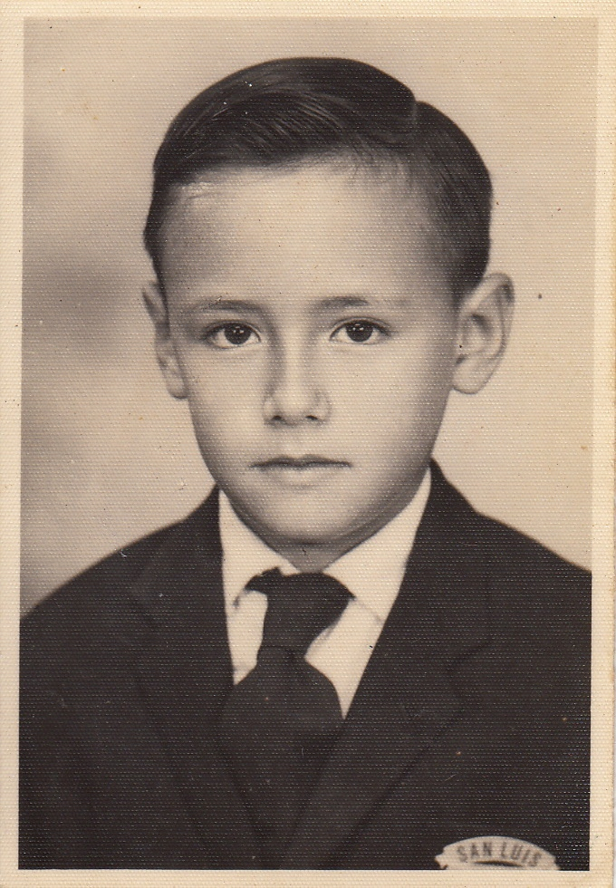Jorge Ventocilla (con el uniforme de su escuela primaria, San Luis, de Barranco, Perú, años 60)