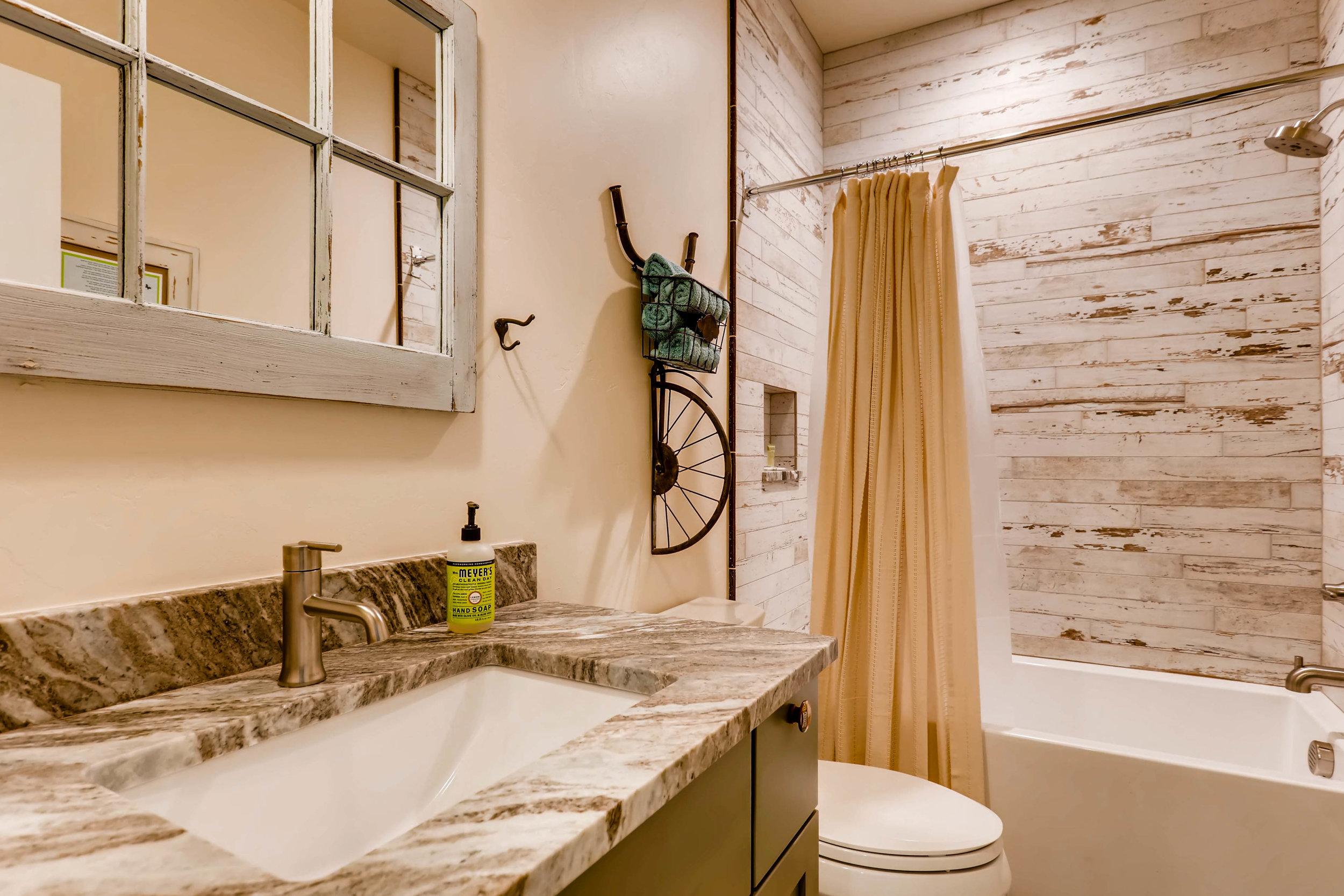 25 Bathroom.jpg