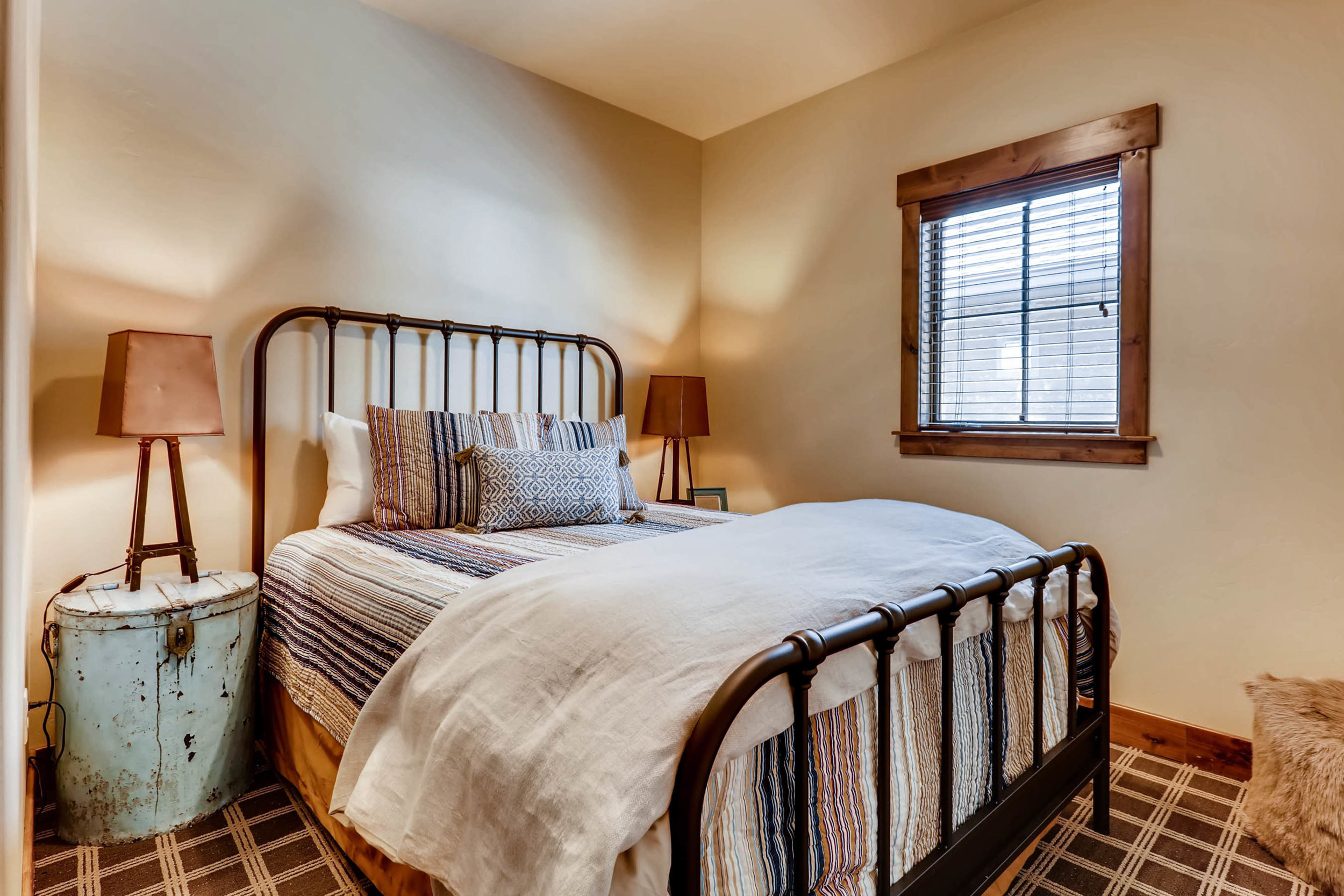 31 Bedroom.jpg