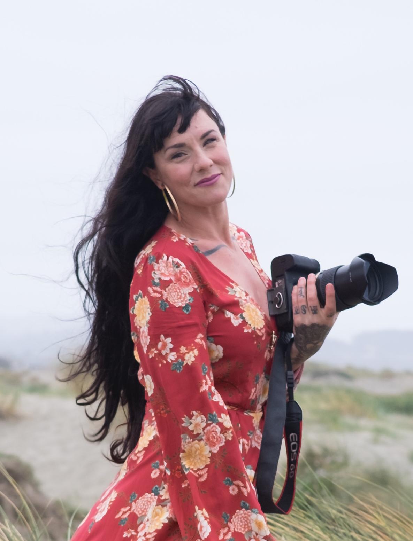 Rachelle Steele artist portrait.jpg