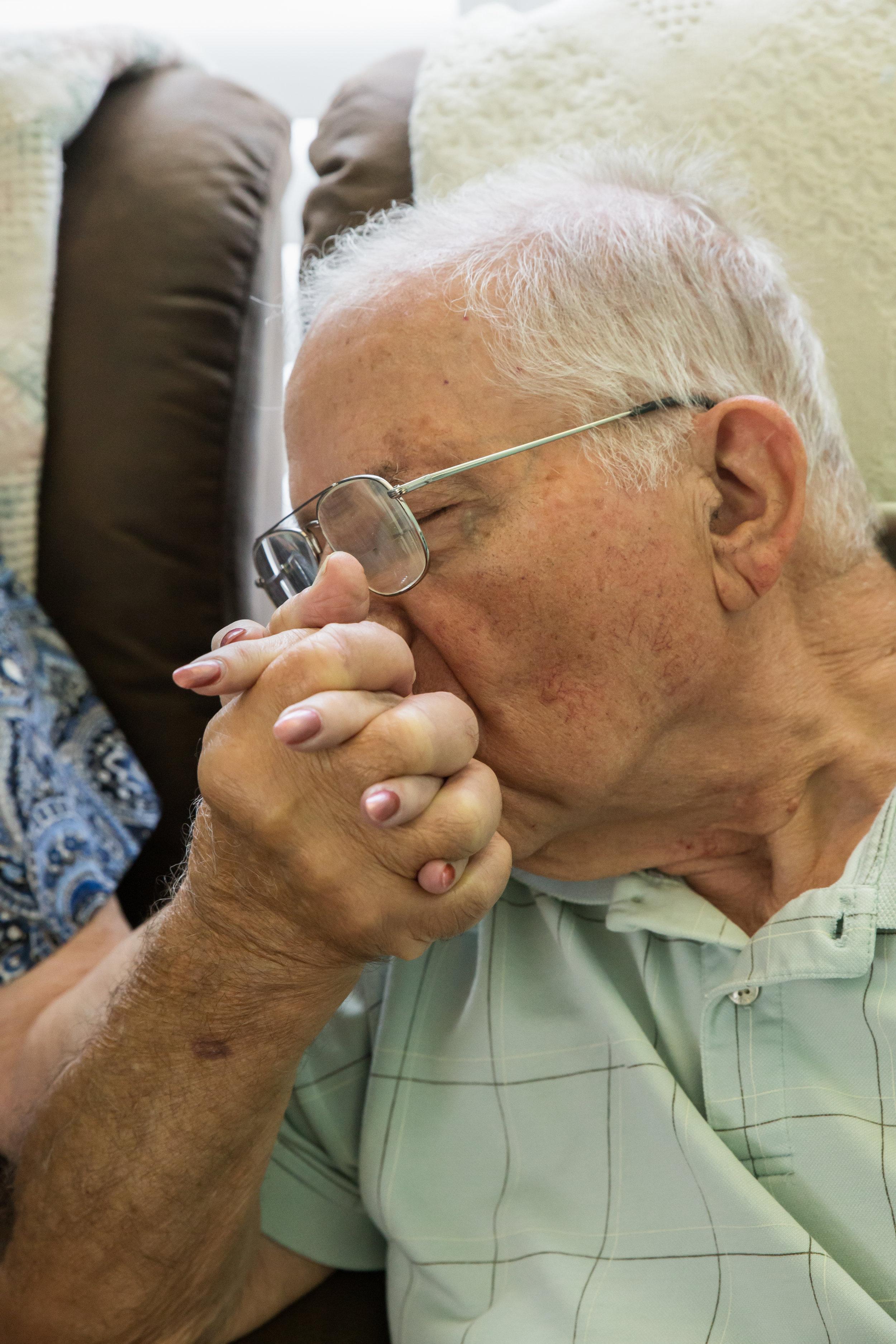 11. Joe hand Kiss_M.jpg