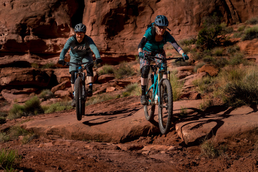 moab-mountain-biking-engagement-shoot-09-900x600.jpg