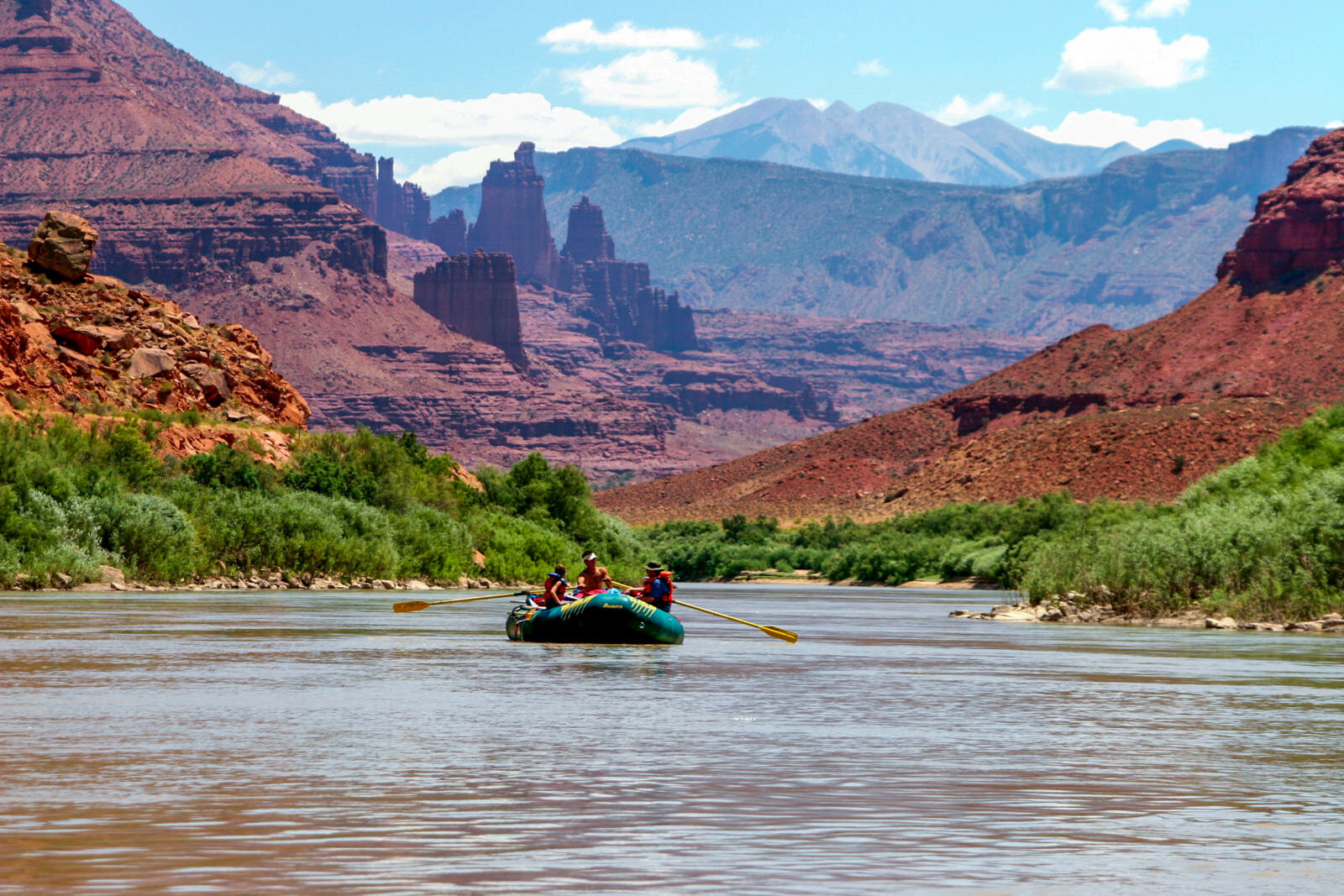 southwest-vacation-package-fisher-towers-boat.jpg
