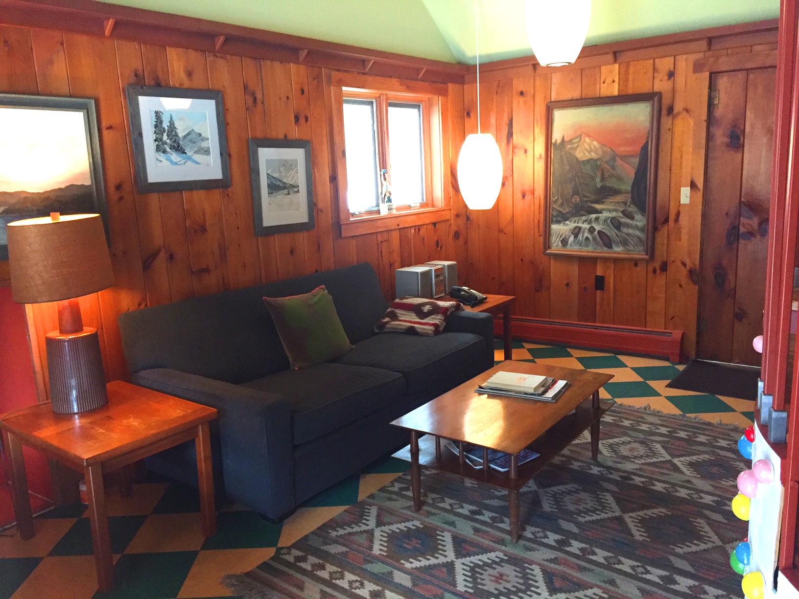 suite7_livingroom2019.JPG