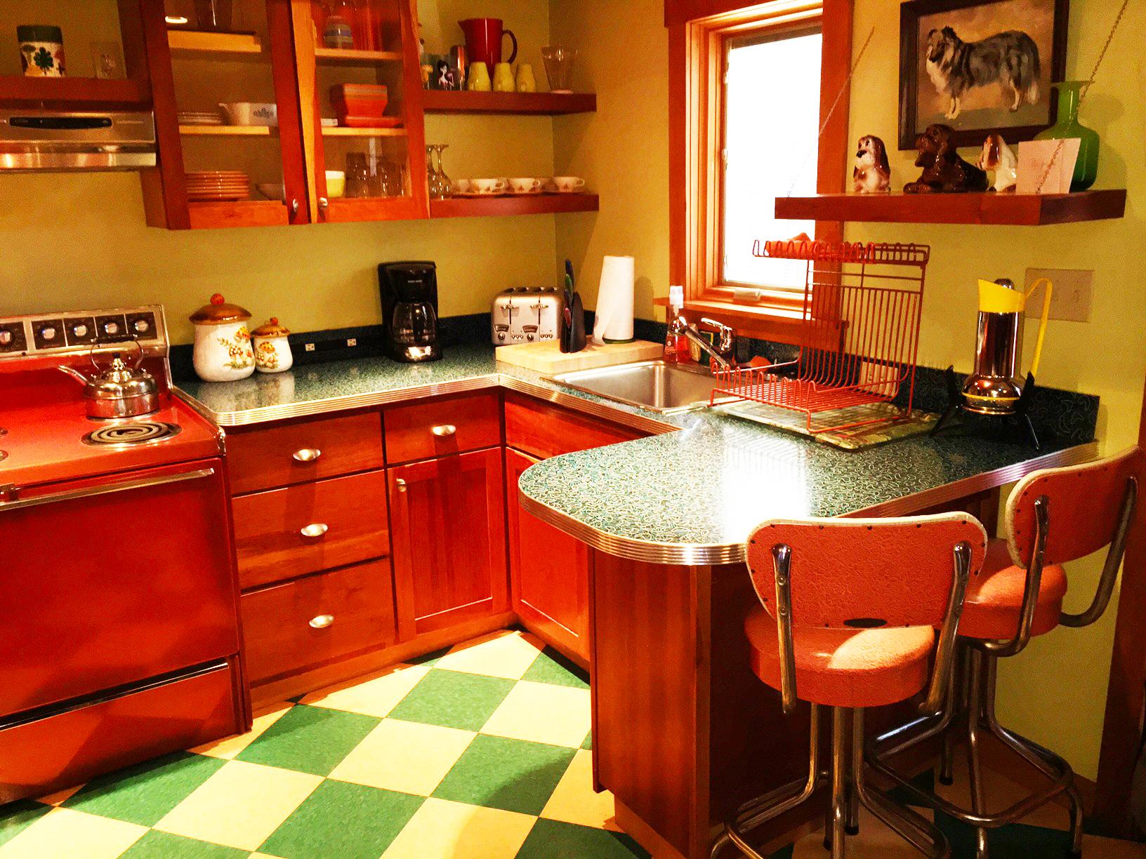 suite7_kitchen1%20copy.jpg