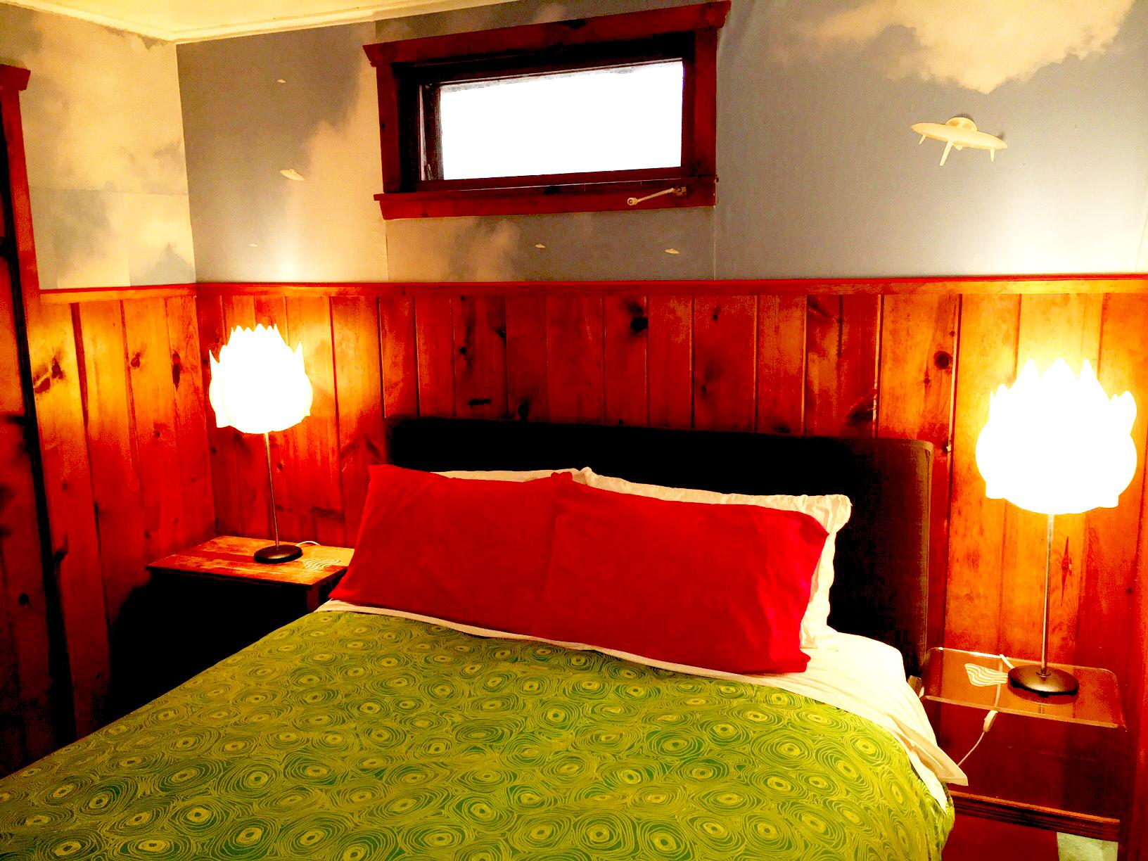 suite3_bedroom copy.jpg