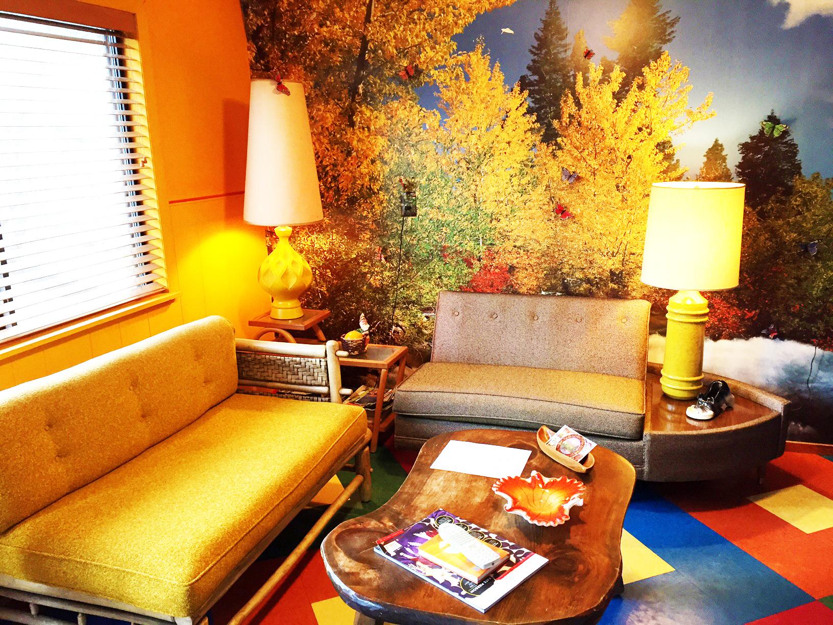 suite4_livingroom2 copy.jpg