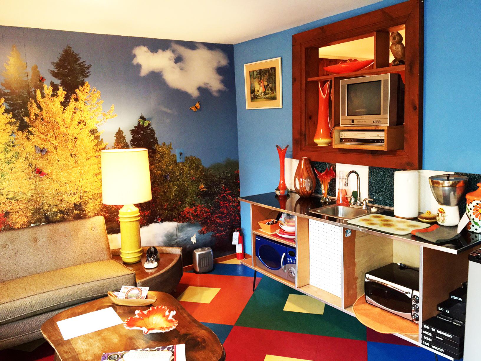 suite4_livingroom3 copy.jpg