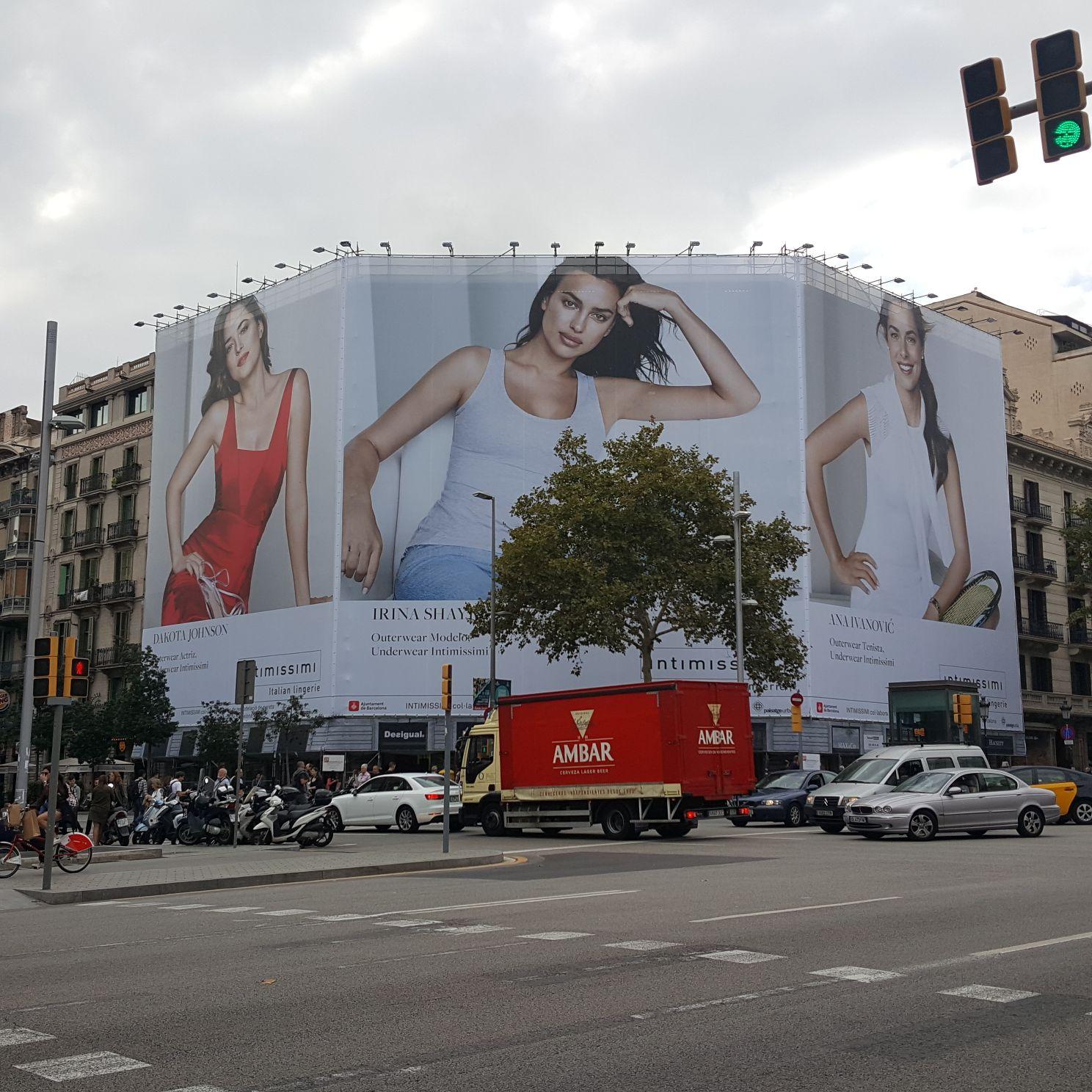 Paseo de Gracia, 47  Fachada / Subvencionada por lona publicitaria