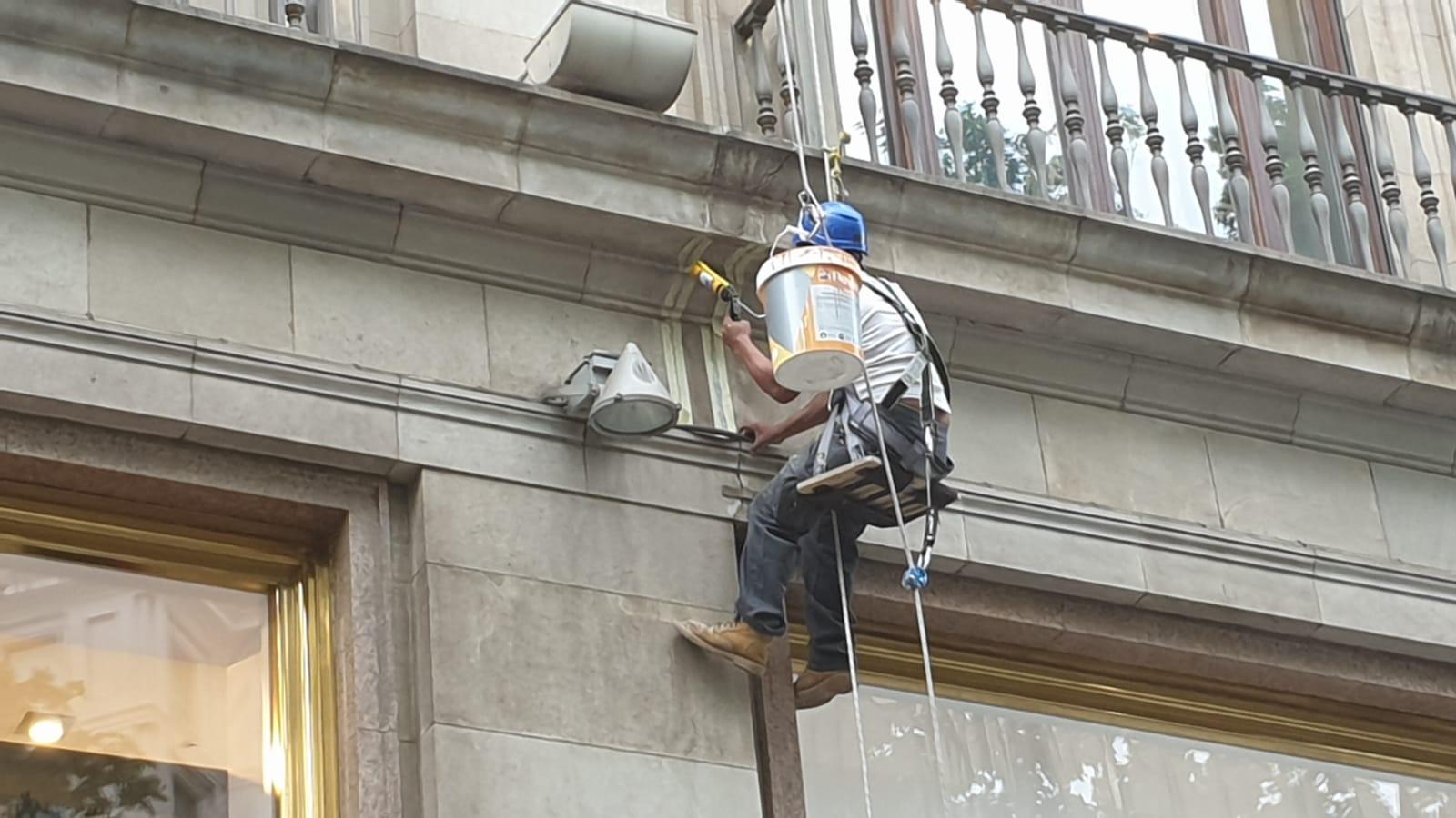 Trabajos verticales de difícil acceso. Paseo de Gracia, 11
