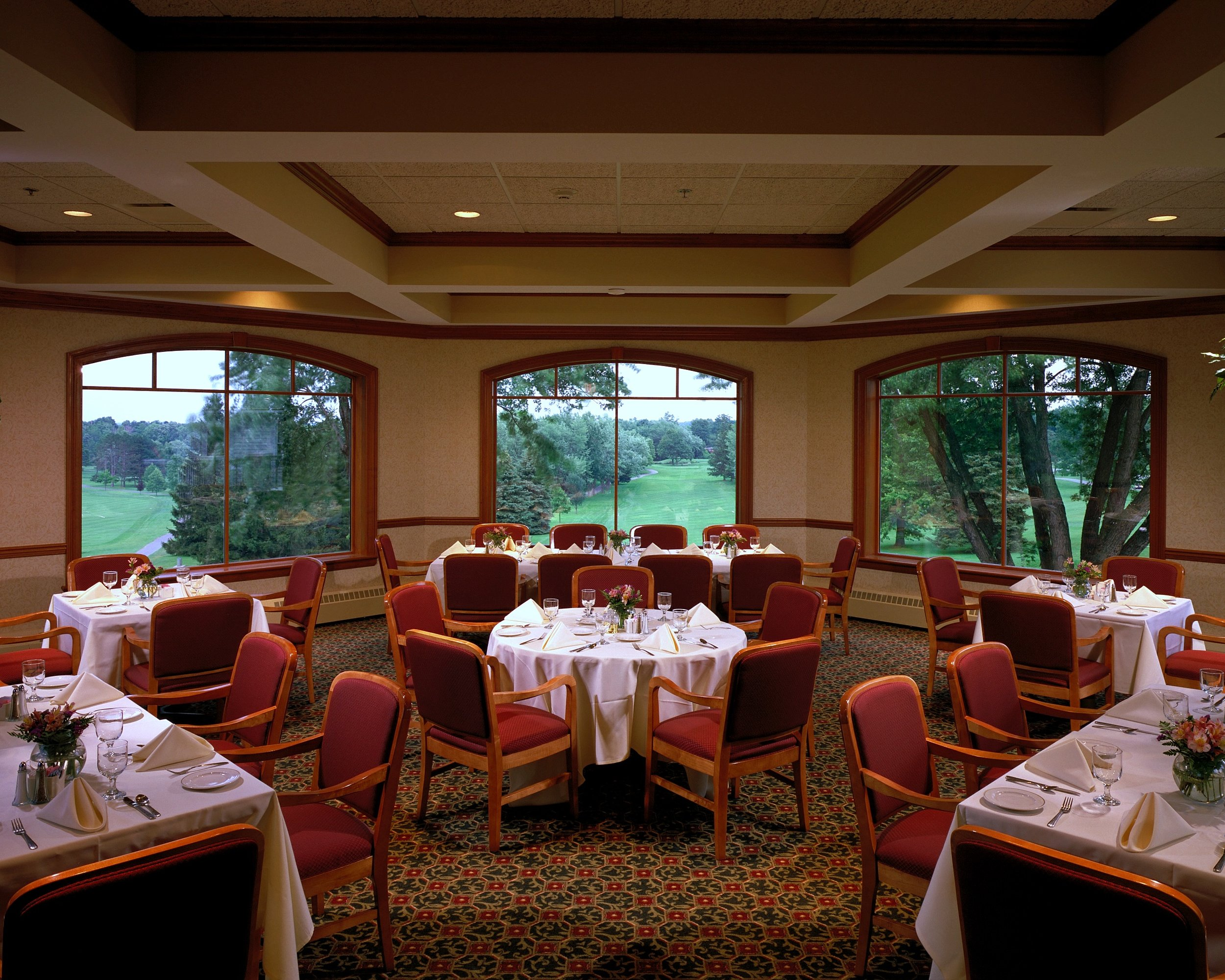 Locust Hill Country Club, Dining