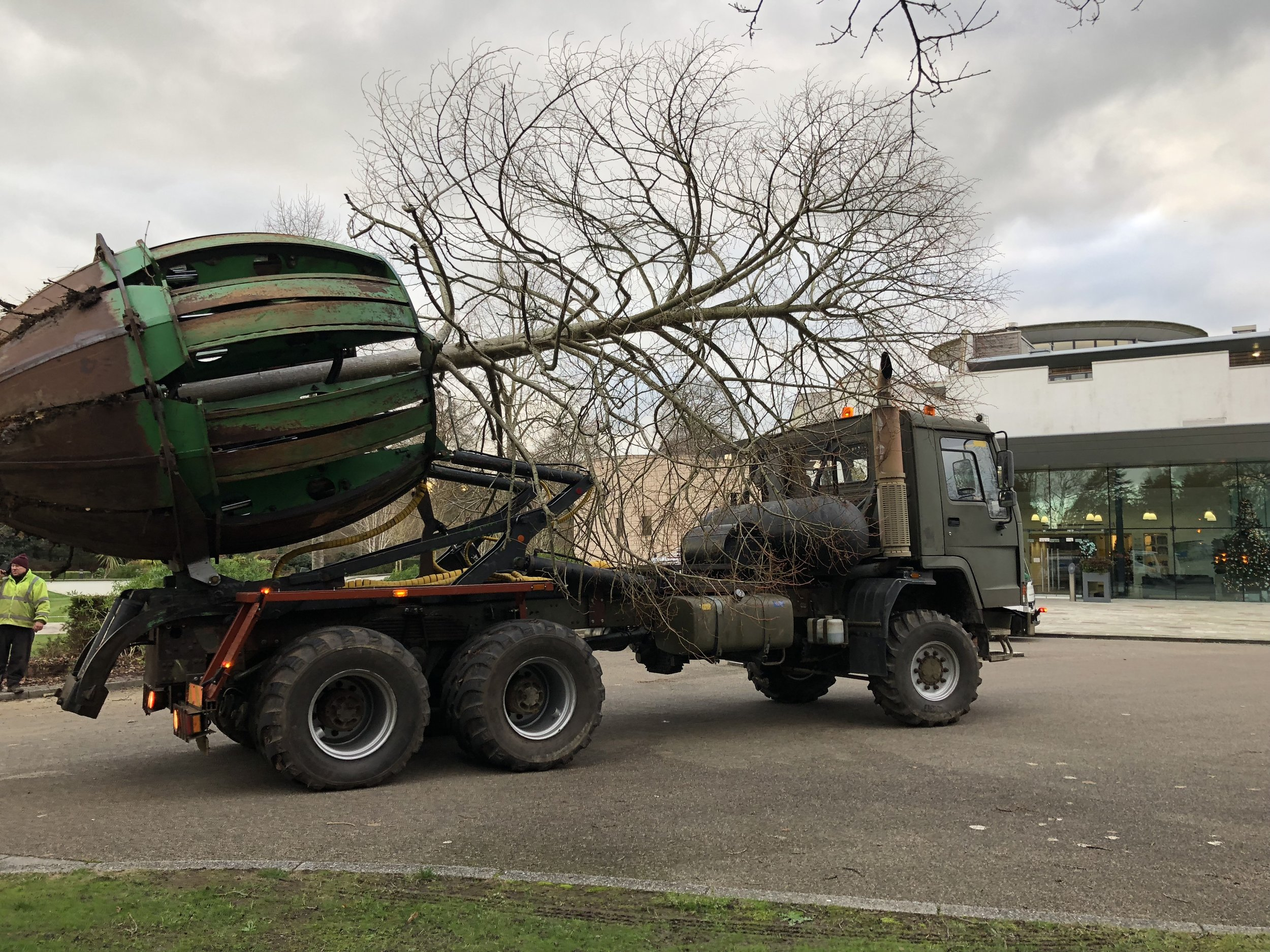 heritage-tree-services-spade-truck-03a.jpg
