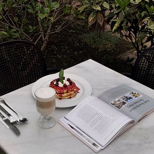 There's nothing more therapeutic than coffee and a good book ☕️📖 • #StradaTbilisi #Coffee