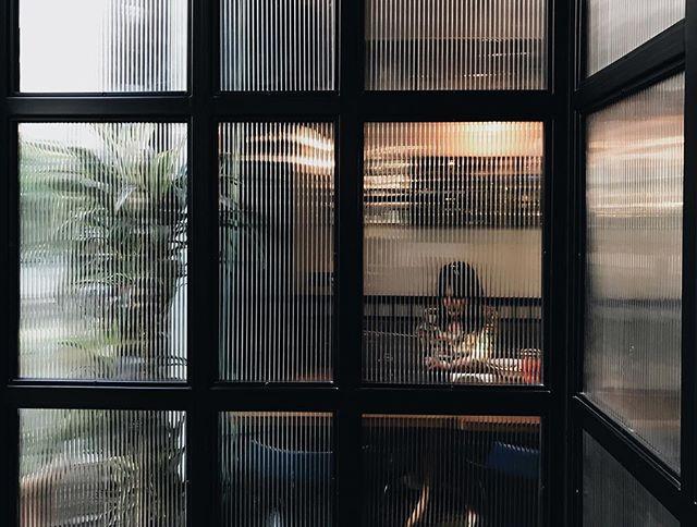 ყველასთვის საყვარელი სამუშაო კუთხე 👩🏻💻 • Everyone's favorite work corner 🌿 • #StradaTbilisi #Interior