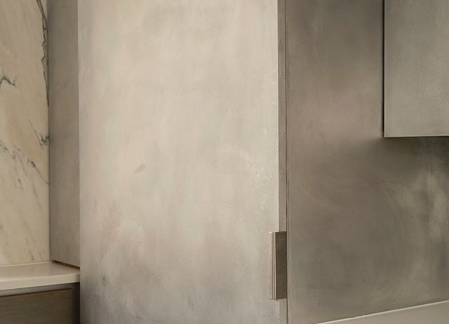 chelsea penthouse cabinet detail.  #architecture #interiordesign #kitchendesign #kitchen #marble #backsplash #manhattan #chelsea #designbuild #design #newyork #beckmanstudio #bsdb #apartment #penthouse #archilovers #contractor #construction #interiors #design #custom #detail #reveal
