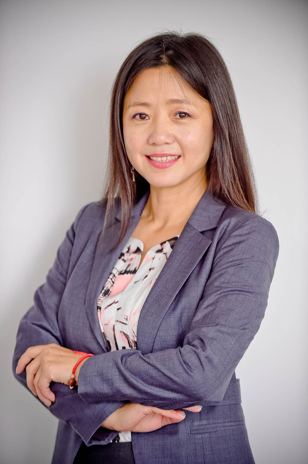 Hanna Wang, cfa |Senior Advisor - Hanna Wang is a Senior Advisor to Arcis Capital Partners LLC and its affiliates. She is based in Shanghai, China.Hanna is also the Managing Partner of HuaYu family office investments where she has participated in over U$300M of cross-border investment transactions.Previously, she worked at UBS private bank as a Director both in Canada and China overseeing wealth management for family offices and high net wealth individuals. Prior to that, she worked with RBC Dominion Securities as an investment advisor.Hanna is a seasoned investment and wealth management professional with strong analytical, risk management and portfolio management skills. Hanna has comprehensive experience in investment, private banking, financial planning and business development.Hanna received her undergraduate in Economics and Management from Sichuan University in China, an MBA in Finance from McMaster University in Canada, and then became a CFA charter holder in 2007.