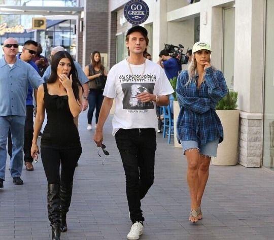Kardashians-Celebrities-Go-Greek-Yogurt