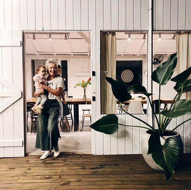 Inauguramos uma Casa para chamar de nossa! De todos que estiveram presente nessa noite linda e daqueles que ainda virão. Queremos co-habitar, viver coletivamente, compartilhando de desejos comuns, vivendo experiências. Vamos juntos?! Cheguem mais, as portas estão abertas! Sejam bem vindos!