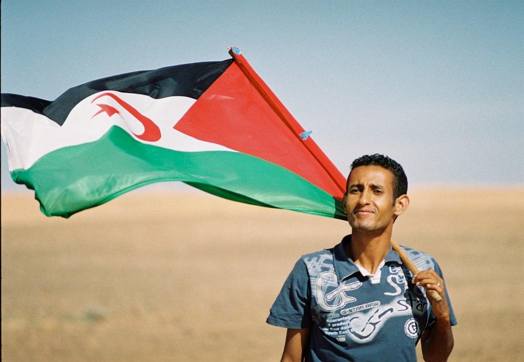 Sahrawi_with_flag.jpg