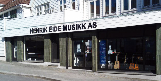 """På mange måter er firmaets historie sammenfallende med Einar Kalands Instrumentfabrikk, som ble stiftet i 1898.  Gjennom trekkspillreparatør Ole Espeland, eller som de gamle sa; """"Ola Stril"""", ble Henrik Eide ledet inn i foretaket. Som 22-åring ble han i år 1900 formann i bedriften.  Fabrikken holdt til i Domkirkegaten frem til 1909, da det brant i lokalene. Dette førte til at Kaland bygget ny fabrikk, som stod ferdig i Sigurdsgate i Bergen i ca 1910.  Produksjonen var meget stor, ca 300 instrument i året.  På grunn av vanskelige tider i industrien slutter Kaland produksjonen i 1920.  Henrik Eide og hans 2 sønner Ludvig og Olav fortsetter produksjonen under vanskelige forhold. De greier imidlertid påkjenningene, - og bygger i 1935 sin egen fabrikk på Ask på Askøy uten for Bergen.  Fabrikken produserte harmonium frem til 1970, da de elektroniske orglene tok over.  1945 etablerte firmaet også sin egen butikk på Vestre Murallmenningen i Bergen, med Borghild Eide ved roret. Firmaet begynte med import og salg av piano i tillegg til harmoniumssalget.  Ludvig Eide som var sønn av etablerer Henrik Eide hadde 4 barn, det var den yngste av disse, igjen en Henrik, som overtok driften.  Han er fortsatt i kulissene den dag idag, mens det er fjerde generasjon, Andreas L.G. Eide, som står for den daglige driften.  Dagens marked gjør at mye har blitt endret siden oppstarten, men i god tro så holder Henrik Eide AS frem i samme lokaler på Vestre Murallmenningen som de alltid har gjort.  Idag driver Henrik Eide AS med import og salg av instrumenter, piano, flygel, gitar og rekvisita.   Siden 2015 har i tillegg nettbutikk vært en viktig del av driften til Henrik Eide AS. Musikkhuset.no har blitt dyrket frem og vokst seg større og større med årene som har gått. Slik markedet er idag er det ikke slik at alle varer befinner seg fysisk under tak på samme lager, men sendes fra flere lager rundt om i hele Europa. Dette krever mye arbeid og gode logistikkrutiner. Vi er stolte av hva vi klarer å"""