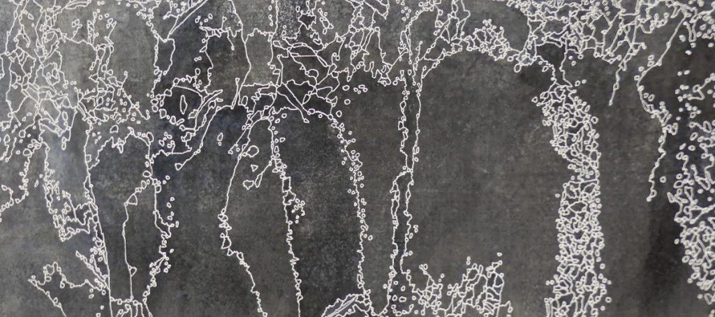 Polynomé détail  200 x 33 cm Zinc, acides, acrylique blanc