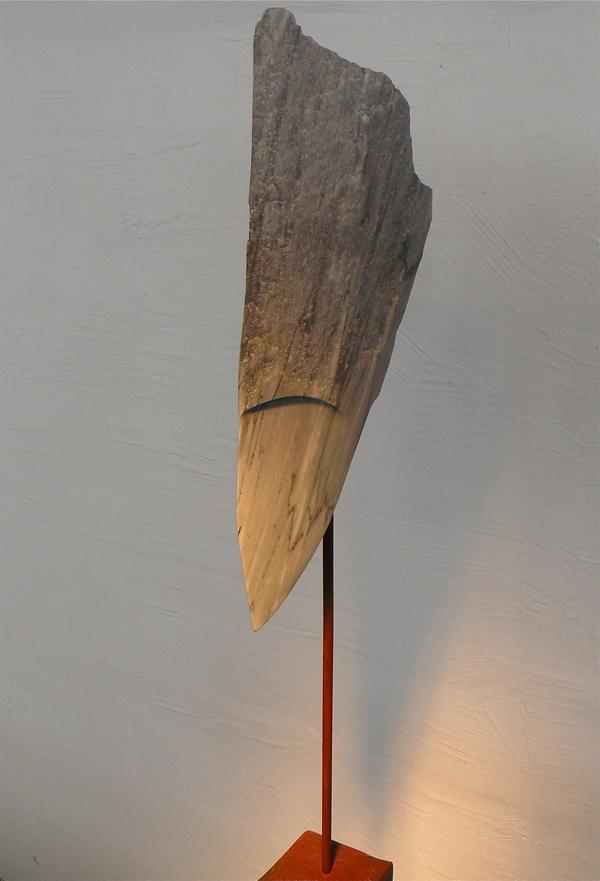GRAND ROI  Marbre gris / Acier  110 cm x 27 cm x 32 cm