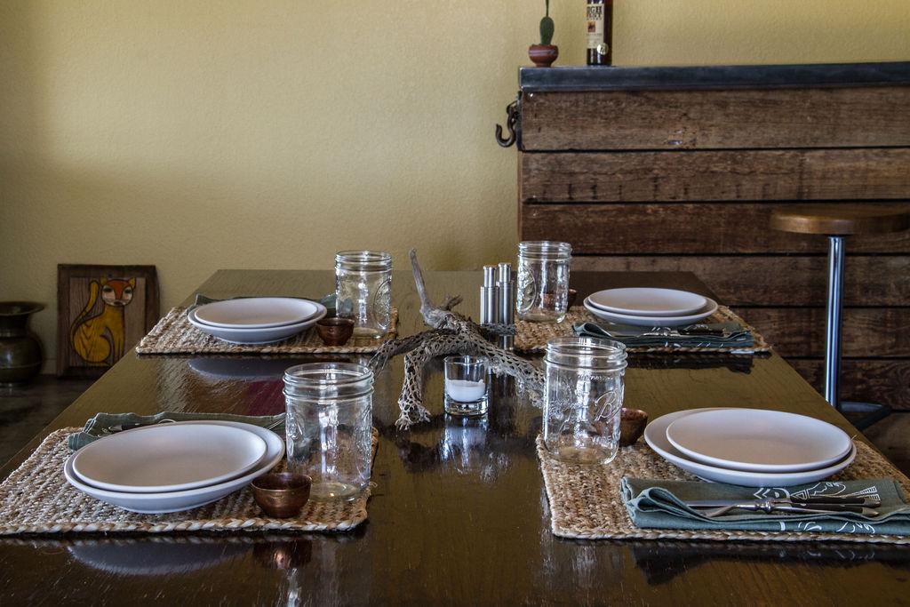 Desert_Style_Dining_Room.jpg
